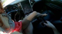 Video porno Tesla Taylor garchada en auto Tesla