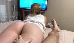 <b>Joven milf tetona garchando en la comodidad de su hogar</b>